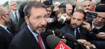 """Marino porta fino in fondo la sfida e ritira le dimissioni: """"Sono pronto a confrontarmi con la maggioranza"""". Il Pd ai consiglieri :Ora dimettetevi"""""""