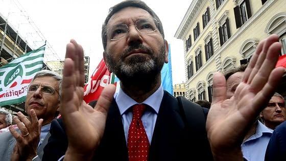 """La caduta di Marino, tutti i nemici del sindaco """"marziano"""" che ha sfidato i poteri marci della Capitale"""