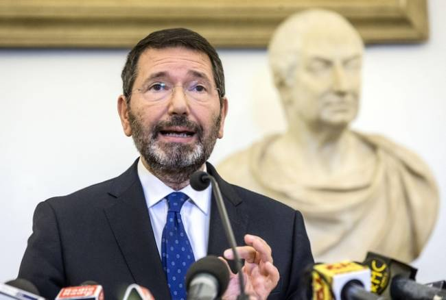 """Marino resiste: """"Esposti vergognosi contro di me, sulle dimissioni ci sto pensando"""" ma il Pd lo gela. Orfini: """"Non ci sono più le condizioni"""""""
