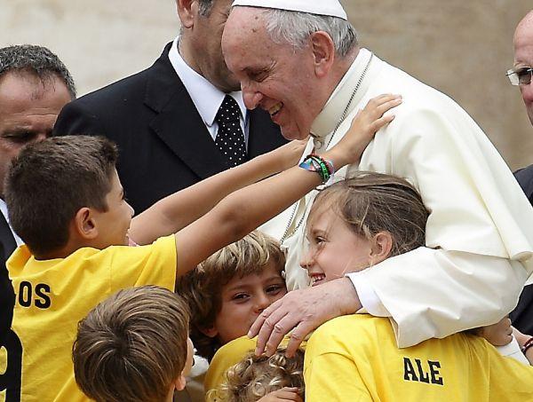 """Apertura del Sinodo, Papa Francesco: """"Una Chiesa con le porte chiuse tradisce se stessa e la sua missione"""""""