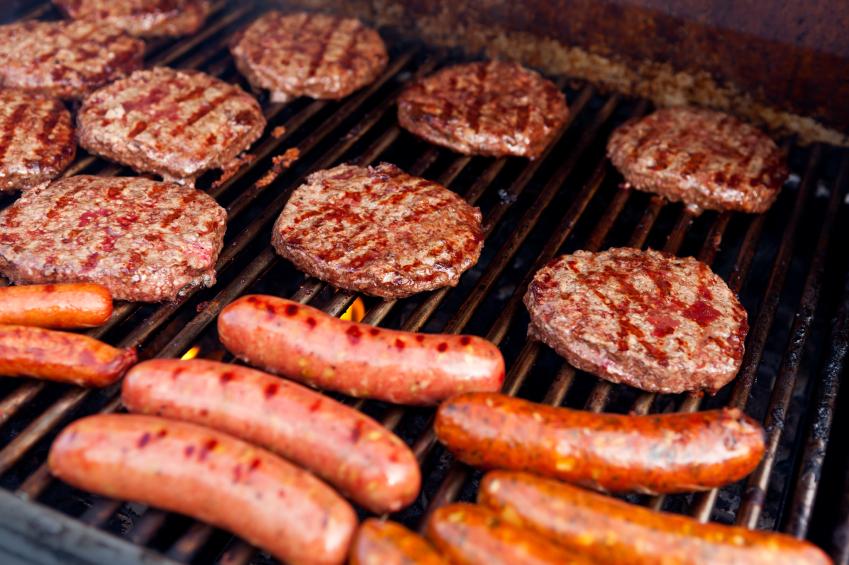 """Oms, allarme sulle carni rosse lavorate: """"Hot dog e salsicce sono cancerose"""" E avverte: """"Come fumo e alcol"""""""