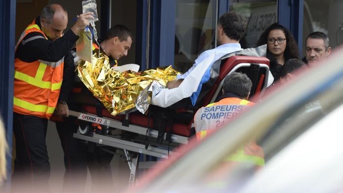 Francia, scontro tragico, muoiono 42 persone nella collisione tra un autobus e un camion. Erano anziani in gita nella Gironde