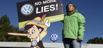 """Dieselgate, Volkswagen affondano i conti: per la prima volta in rosso profondo. Muller: """"Faremo di tutto per riconquistare la fiducia"""""""