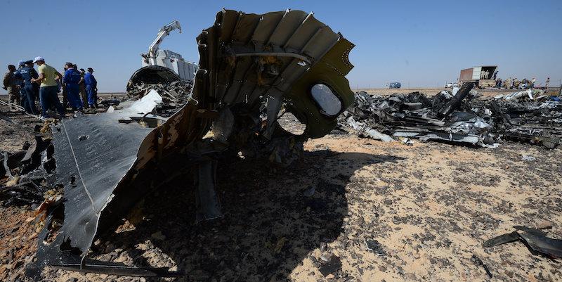Una bomba ha fatto esplodere l'aereo russo sul Sinai, queste le conclusioni delle autorità inglesi e americane. Putin blocca tutti i voli per l'Egitto