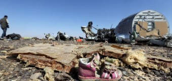 Disastro aereo sul Sinai, trovati parti estranee all'aeromobile. Satelliti Usa hanno registrato un forte lampo di calore. I russi rafforzano l'ipotesi di una bomba a bordo