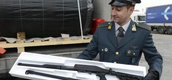 Colpo contro il traffico di armi: a Trieste la Finanza blocca un Tir con 800 fucili da guerra. Dalla Turchia erano destinati in Germania, Belgio e Olanda.
