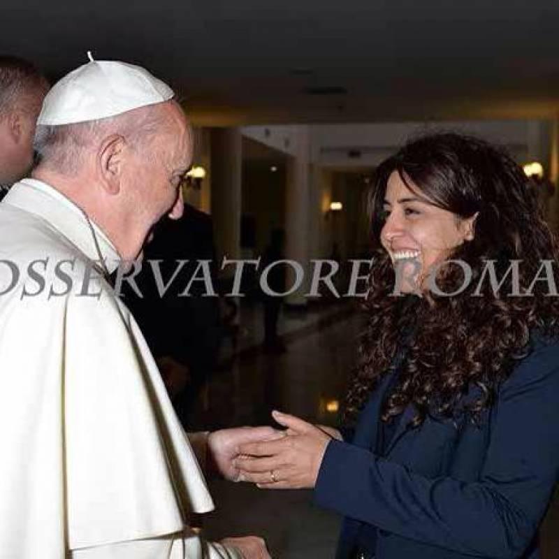 """Francesca Chaouqui si difende: """"Non sono un corvo non ho tradito il Papa"""". L'amarezza di Francesco nel mezzo tra corvi e veleni"""
