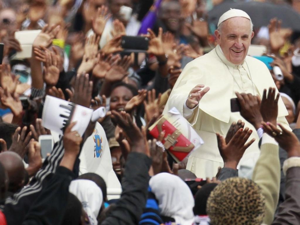 """Centro Africa, l'appello di Papa Francesco: """"Non cadere nella tentazione della paura dell'altro"""" Visita al campo profughi a Bangui"""