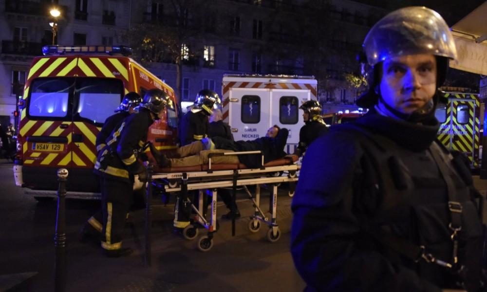 Parigi sotto attacco: 127 morti e 200 i feriti per mano di terroristi islamici. Assalti simultanei in ristoranti,teatro e stadio. Due turisti di Senigallia tra i feriti