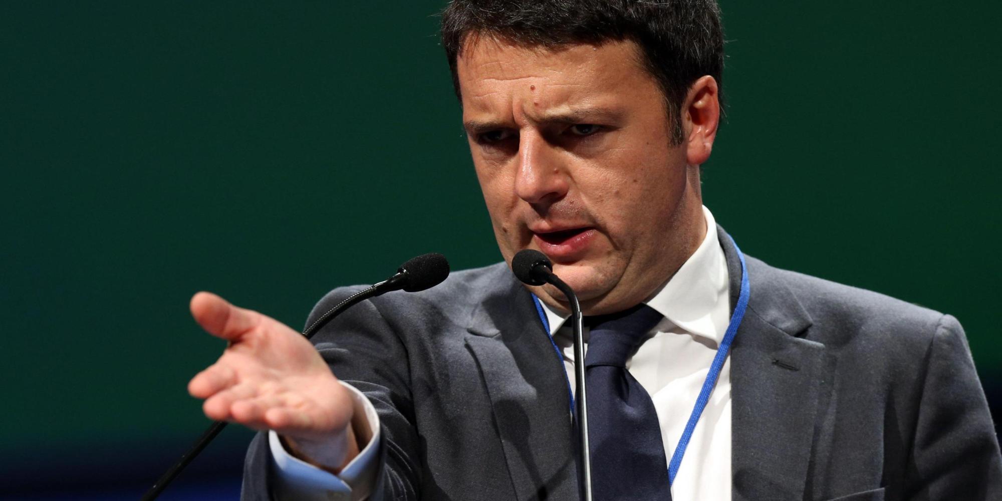 """Renzi ai giovani: """"Girano un sacco di bufale su Watsapp, c'e' chi lavora per aumentare la paura. Non fatevi fregare"""""""