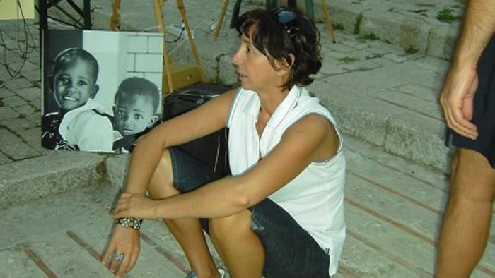 Kenya, dottoressa italiana uccisa in casa da rapinatori, aveva tentato di difendere la madre. Feriti il padre e altri due amici