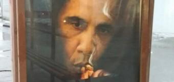 """Mosca, campagna choch: """"Il fumo uccide più di Obama"""" e la città e' tappezzata di foto del presidente Usa mentre aspira l'ultimo tiro di sigaretta"""