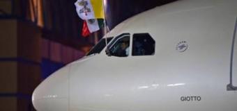 Citta' del Messico: luce laser contro aereo del Papa in atterraggio. Nessun danno ma si apre un problema di sicurezza per gli aerei. Inchiesta sui responsabili