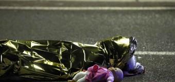 Nizza, terrore sul lungomare: un camion sulla folla uccide 84 persone altre 100 ferite. Ucciso il conducente, un tunisino di 32 anni. La matrice terroristica