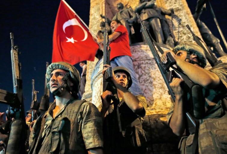 Turchia,sale la tensione tra Ankara e gli Usa. Erdogan fa arrestare il generale della base Usa e 3 mila magistrati. In cella anche 6 mila militari.